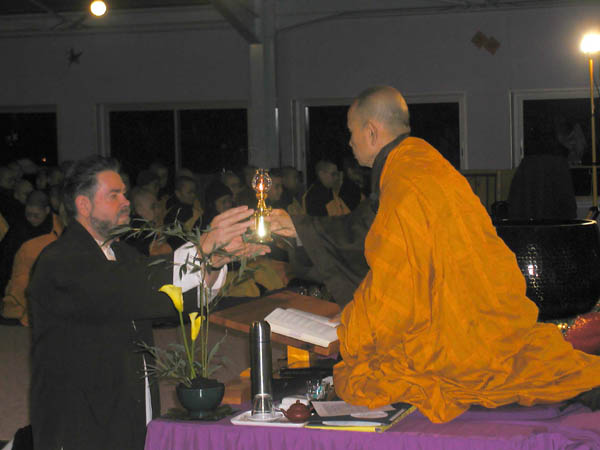 lamp-transmission-from-thich-nhat-hanh-france